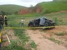 Mulher morre após bater carro de frente com caminhão na BR-116
