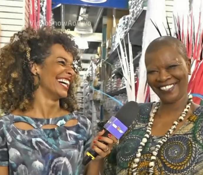 Pinah dá entrevista para Aline Prado no 'Vídeo Show' (Foto: Vídeo Show / TV Globo)