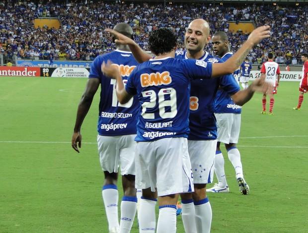 Ricardo Goulart e Bruno Rodrigo, jogadores do Cruzeiro (Foto: Marco Astoni)