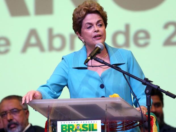 Dilma discursa durante a Conferência Nacional de Direitos Humanos, nesta quarta (27) em Brasília (Foto: Valter Campanato/Agência Brasil)