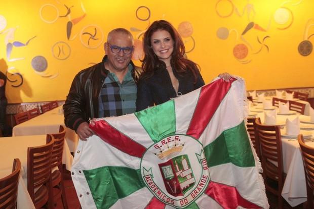 Paloma Bernardi e Jayder Soares, o presidente de honra da Grande Rio (Foto: Isac Luz/EGO)