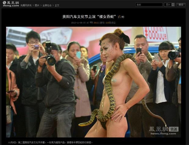 Modelo seminua chamou atenção ao realizar performance com cobra. (Foto: Reprodução)