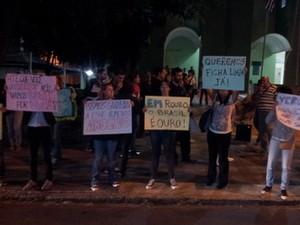 Mesmo com número reduzido de manifestantes, grupo estuda protesto semanal (Foto: Thomaz Fernandes/G1)