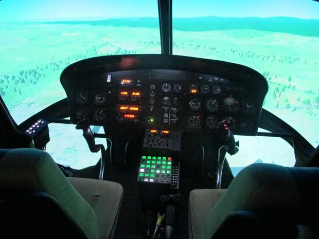 Simulador de voo de helicóptero é usado pela primeira vez em instrução do Exército (Foto: Nathália Duarte/G1)