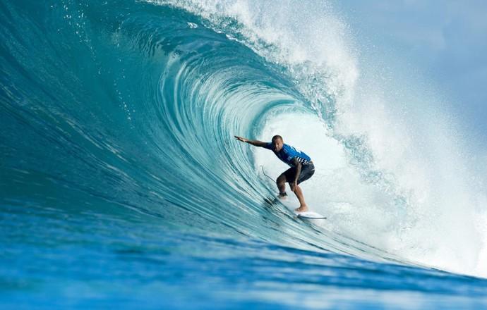 Raoni Monteiro encontra boa onda de Backdoor em Pipeline, mas não passa bateria no Havaí (Foto: Divulgação/ASP)