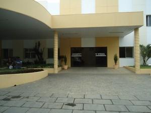 Jovem segue internado no Hospital Armando Vidal, em São Fidélis (Foto: Ascom São Fidélis/Divulgação)