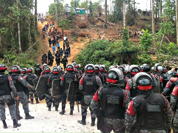 400 policiais participam da reintegração de posse no município de Iranduba (Foto: Girlene Medeiros/G1AM)