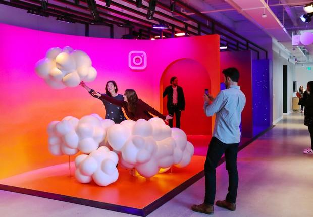 Visitantes e funcionários podem produzir vídeos e fotos em sets criativos  (Foto: Divulgação/Instagram)