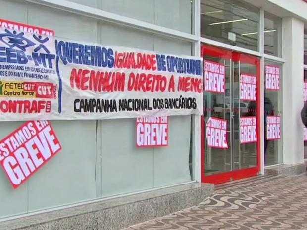 Greve dos bancários completa duas semanas em MT (Foto: Reprodução/TVCA)