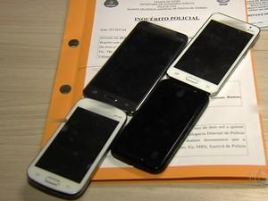 Suspeitos de vazar vídeo do corpo de Cristiano Araújo têm celulares apreendidos em Goiás (Foto: Reprodução/TV Anhanguera)