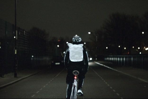 Nova tinta em spray para ciclistas reflete a luz - mesmo