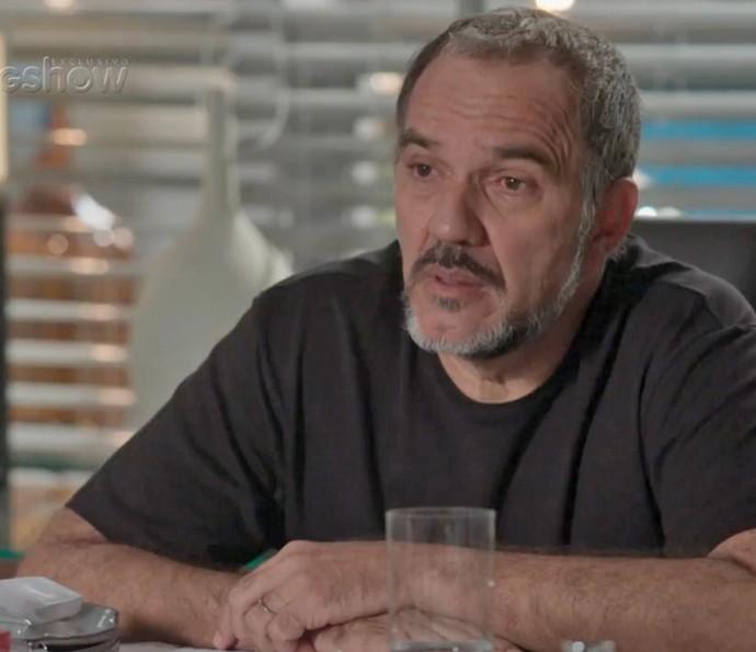 Germano se surpreende ao saber que Jonatas está mais próximo de Leila (Foto: TV Globo)
