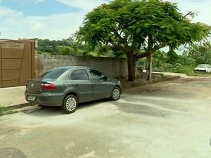 Antes de ser furtada, moto estava estacionada no bairro Nova Varginha, em Varginha (MG) (Foto: Reprodução EPTV/Devanir Gino)