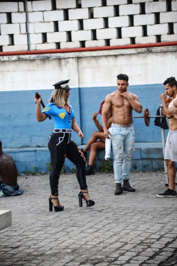 Valesca Popozuda mostra que o Teaser do seu novo clipe (Foto: Reprodução Youtube / Divulgação)