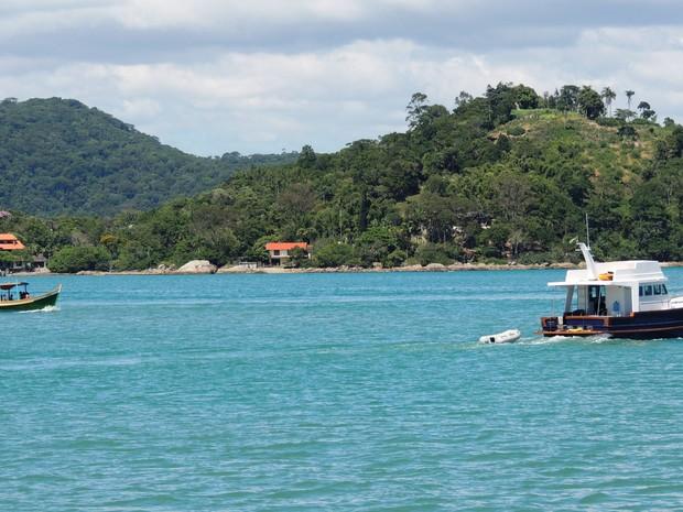 Casal escolheu litoral catarinense para morar após a aposentadoria (Foto: Géssica Valentini/G1)
