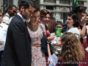 Espoletinha conta aos pais o que acabou de sentir (Foto: Joia Rara/ TV Globo)
