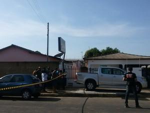 Três pessoas foram assassinadas na manhã desta segunda e um PM é o principal suspeito (Foto: Neidiana Oliveira/ G1 RR)