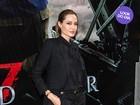 Look do dia: Angelina Jolie investe em terninho preto para première