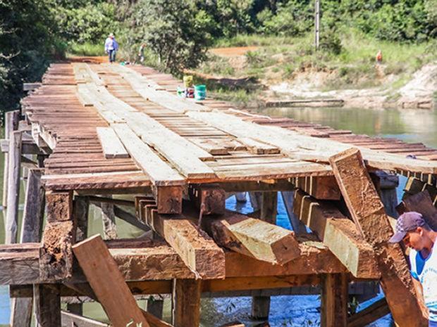 Ponte tem 100 metros de comprimento e é de madeira (Foto: Prefeitura/Sorriso)