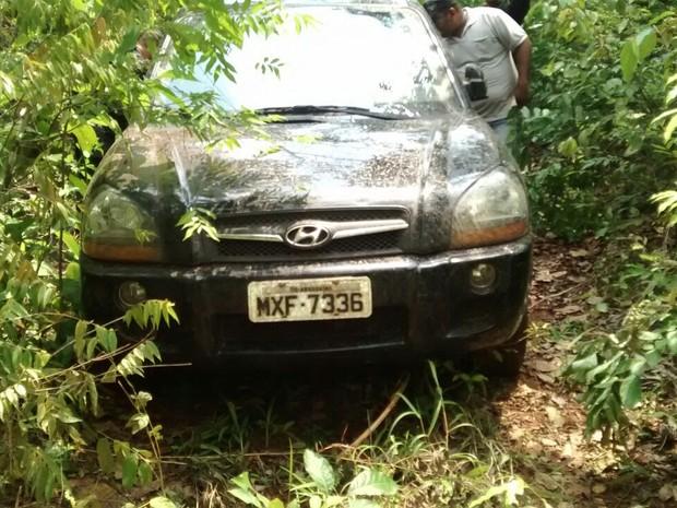 Camionete usada no roubo foi encontrada em matagal, no Tocantins (Foto: Divulgação/PM TO)