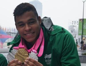 Matheus santana com medalhas (Foto: Wander Roberto/Inovafoto/COB)