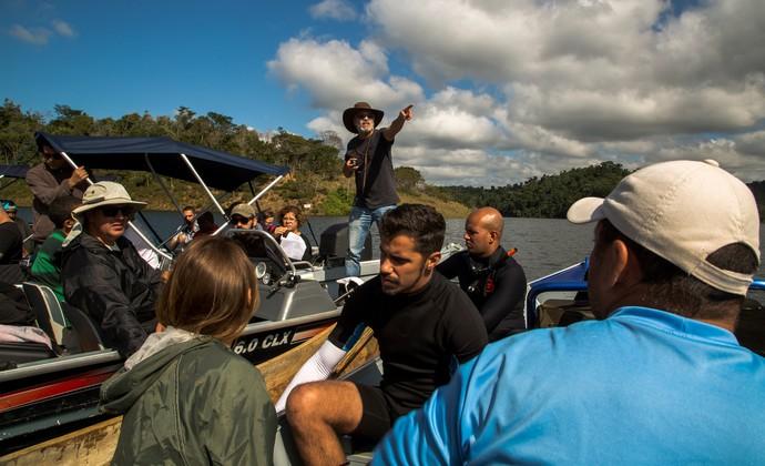O diretor André com a equipe em gravação (Foto: Chico Couto / Gshow)