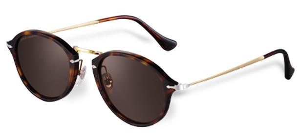 8003340ab3ed0 Italiana de óculos escuros traz coleção retrô ao Brasil - GQ