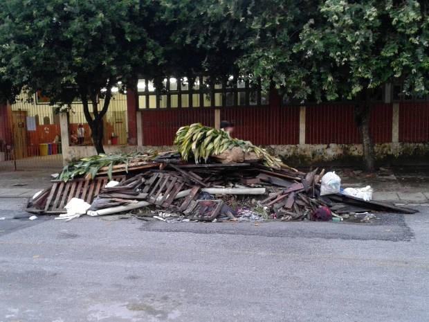 Internauta diz que Prefeitura de Belém não recolheu lixo (Foto: José Roberto Ferreira Oliveira/VC no G1)