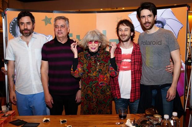 Rita Lee com o marido, Roberto de Carvalho, e os filhos João, Beto e Antônio Lee (Foto: Manuela Scarpa e Marcos Ribas/Brazil News)