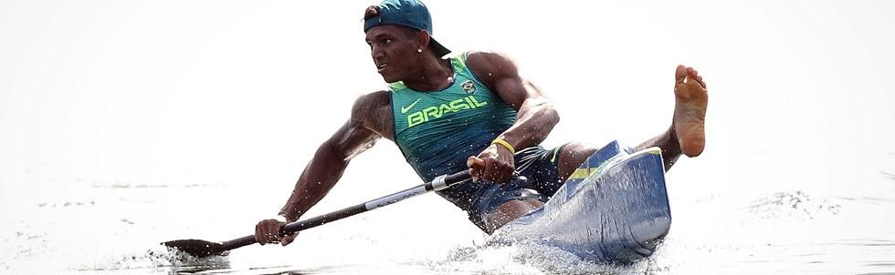 Isaquias Queiroz durante prova Canoagem Individual (C1) 200m masculina (Foto: Ricardo Nogueira/ÉPOCA)