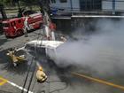 Kombi fica destruída após pegar fogo em Volta Redonda, RJ