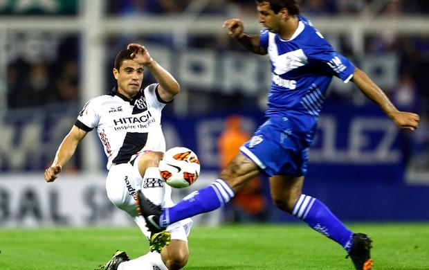 Lucas Pratto e Leonardo Vélez e Ponte Preta (Foto: Agência Reuters)