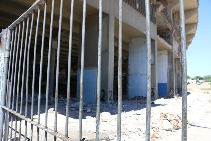 Em alguns setores do Olímpico, início da demolição é percebida (Foto: Eduardo Deconto/GloboEsporte.com)