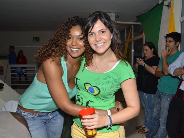 Cris Vianna e Carol Sampaio (Foto: Léo Marinho / AgNews)