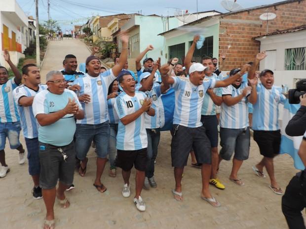 Ao fim do primeiro tempo, torcida argentina ainda tinha muitas esperanças na vitória. (Foto: Vitor Tavares / G1)