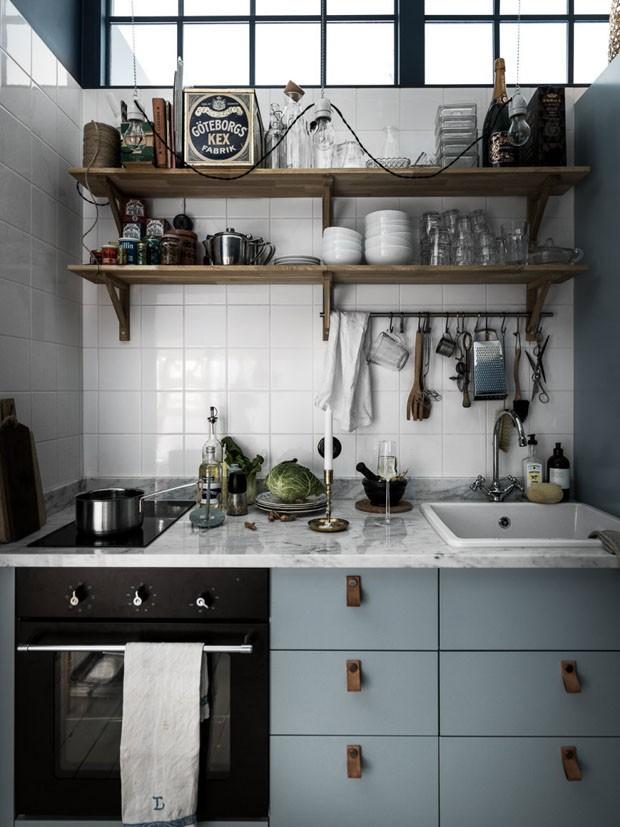 Apartamento de 34 m² com cores escuras: é possível! (Foto: Johan Spinell/Divulgação)
