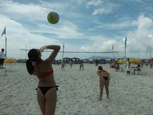 Torneio de vôlei movimentou Praia do Forte.  (Foto: Teo Arrabal/Ascom Cabo Frio)