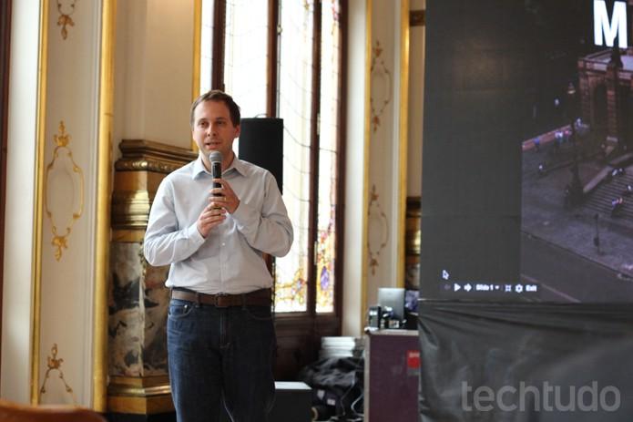 Alessandro Germano, chefe de parcerias do Google, em evento no Teatro Municipal (Foto: Alessandro Junior / TechTudo)