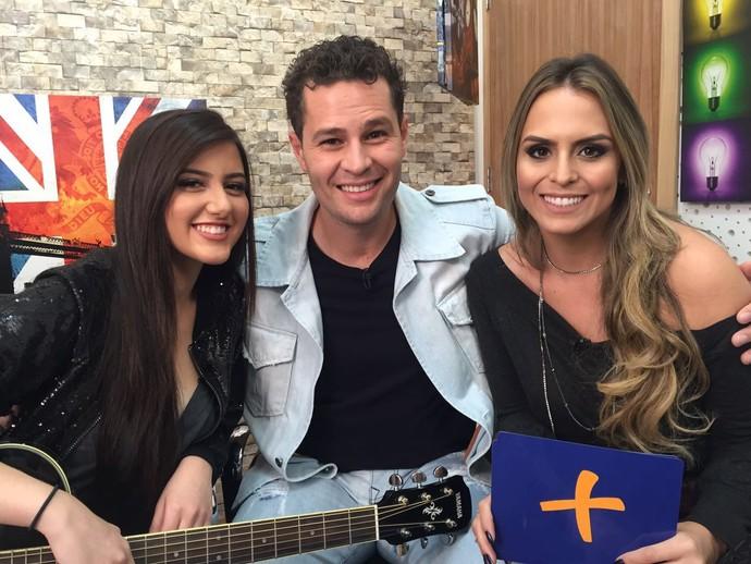 Neste sábado (01) o Pedro Leonardo e a Aline Lima batem um papo com a jovem cantora Sofia Oliveira, que faz sucesso na internet (Foto: reprodução EPTV)
