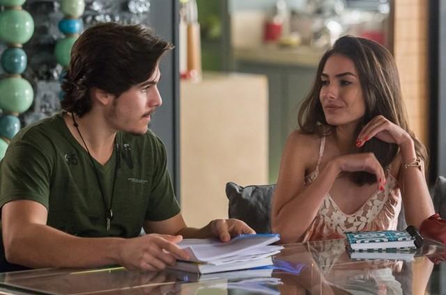 Zac (Nicolas Prattes) e Yasmin (Marina Moschen) (Foto: TV Globo)