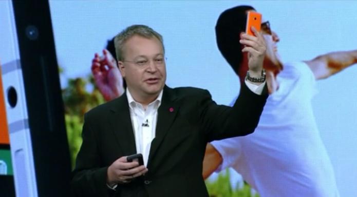 Stephen Elop, CEO da Nokia, apresentou o novo Lumia 930, top com WP 8.1 (Foto: Divulgação/Microsoft) (Foto: Stephen Elop, CEO da Nokia, apresentou o novo Lumia 930, top com WP 8.1 (Foto: Divulgação/Microsoft))