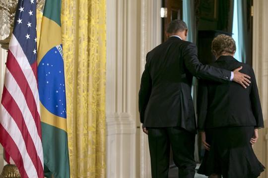 O presidente dos Estados Unidos, Barack Obama, e a presidente do Brasil, Dilma Rousseff, após anúncio de cooperação na área das mudanças climáticas (Foto: Jacquelyn Martin/AP)