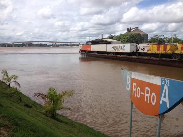Ponto de operação 'Ro-Ro' agora transporta cargas gerais que antes eram transportadas no cais flutuante do Porto.  (Foto: Suzi Rocha/G1)