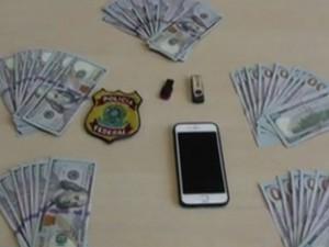 Polícia Federal apreendeu dinheiro, pen drives e celular com os suspeitos (Foto: TV Globo/Reprodução)