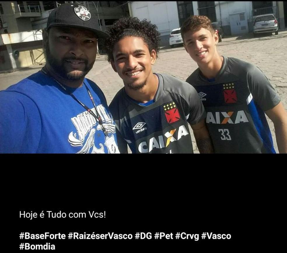 Tindô em foto com Douglas e Matheus Vital  (Foto: Reprodução)