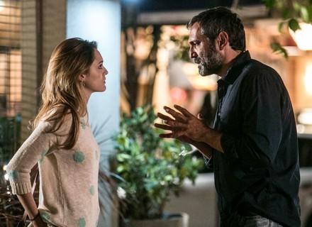 Reta final: Miguel pergunta a Júlia se ela ainda ama Pedro