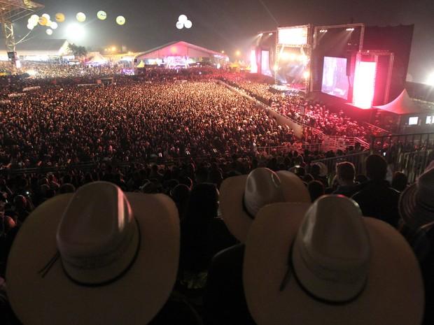 Público acompanha shows durante a Festa do Peão de Americana, SP (Foto: Pedro Amatuzzi)