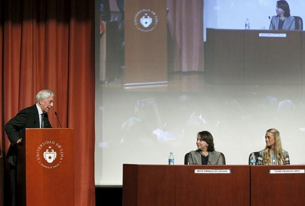 Na foto, Vargas Llosa durante o seminário internacional 'América Latina: oportunidades e desafios', na quinta-feira, em Lima (Foto: Enrique Castro-Mendivil/Reuters)