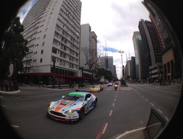 Carros do Mundial de Endurance desfilam pela Avenida Paulista promovendo as 6 Horas de São Paulo (Foto: Alexander Grunwald)