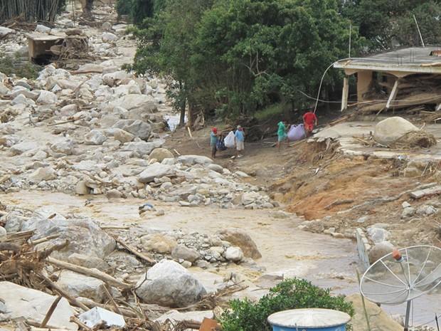 área devastada campo grande rio de janeiro (Foto: Luciana Bonadio/G1)